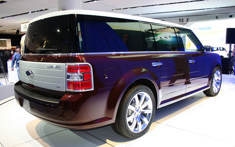 2009 Ford Flex Rear 33398.jpg